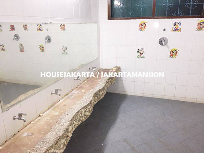 House for rent sewa lease at Kebayoran Ex School and day care
