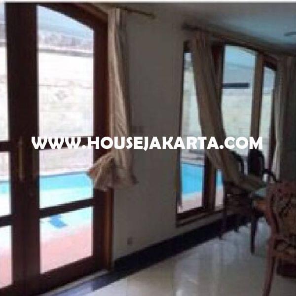 Rumah Jalan PRAPANCA dekat Brawijaya Kebayoran Baru Dijual Murah 32M ada Pool