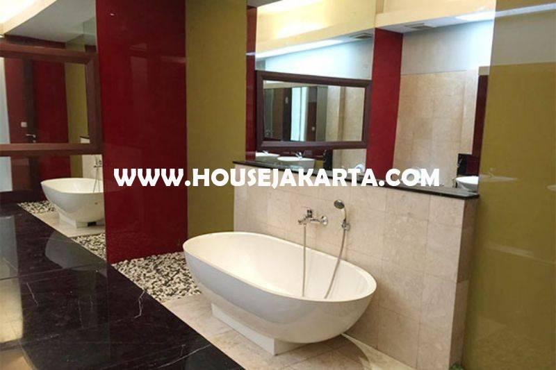 Rumah Bagus 2 lantai Jalan Brawijaya V Murah Tanah Kotak Tenang