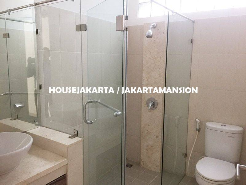 House for Rent sewa lease at Jeruk Purut Kemang