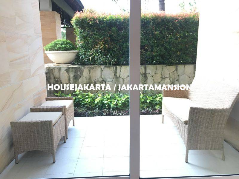 Town House Pakubuwono Residence for rent sewa lease with Private Pool
