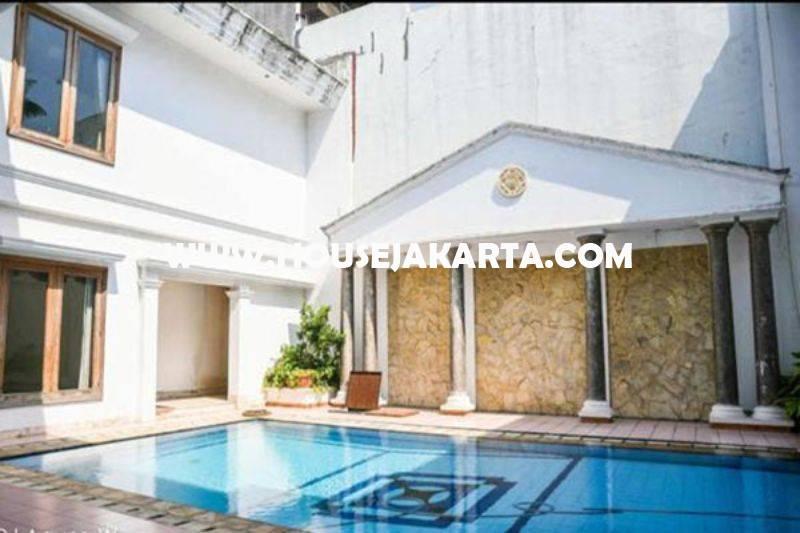 Rumah Bagus 2 lantai Daerah Mega Kuningan Dijual Murah ada Basement dan Pool