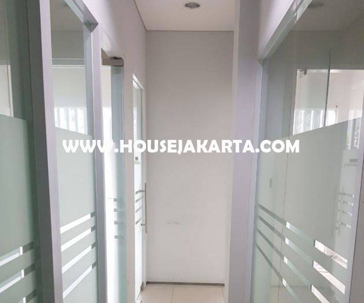 Gedung komersial 3 lantai Jalan Suryo Raya Senopati Kebayoran Baru Dijual Murah dekat SCBD Sudirman