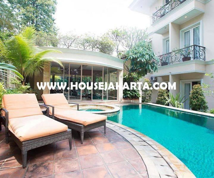 Rumah Bagus Jalan Hangtuah Kebayoran Baru 2 Lantai ada Basement Pool Dijual Murah