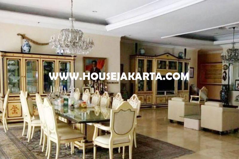 Rumah Bagus 2 lantai Jalan Teuku Umar Menteng Tanah Persegi ada Pool Dijual Murah