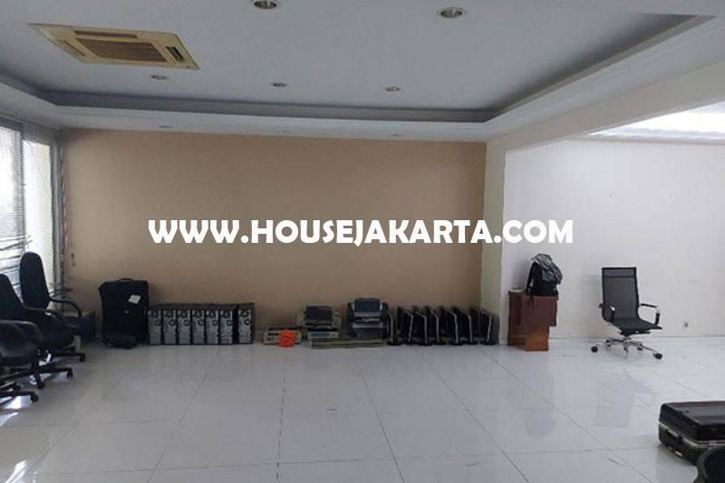 Rumah Kebayoran Baru dekat SCBD Sudirman Senopati Dijual Murah hitung Tanah depan Taman