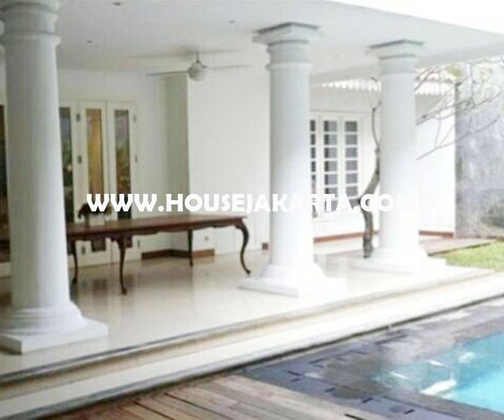 Rumah Bagus Jalan Situbondo Menteng Dijual ada Pool 2 lantai Tanah Persegi dekat Taman