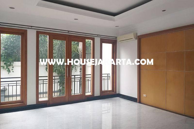 Dijual Rumah Bagus 2 lantai Jalan Bondowoso Menteng Tanah Persegi dekat Taman