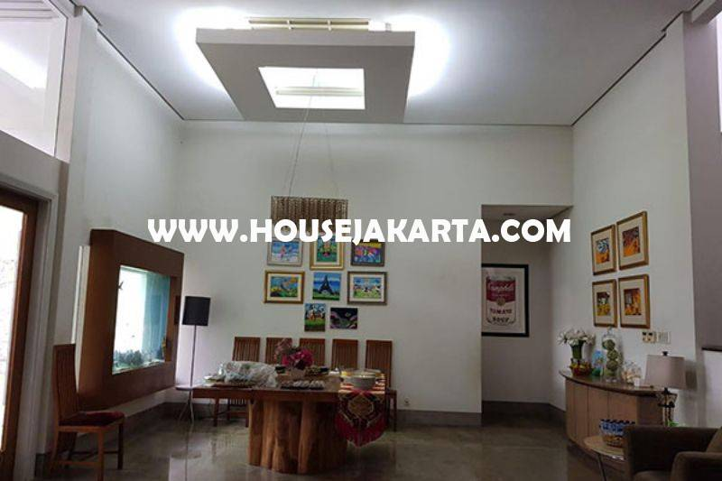 Rumah Bagus 2 lantai Jalan Bandung Menteng Dijual Murah Tanah Persegi