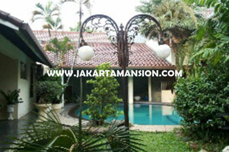 Rumah Jalan Malang Menteng Dijual Murah 2 lantai ada Pool tanah Kotak