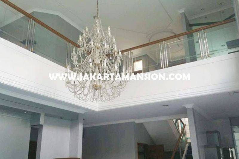 Rumah Jalan Dharmawangsa dekat Brawijaya Kebayoran Baru Dijual Murah ada Pool
