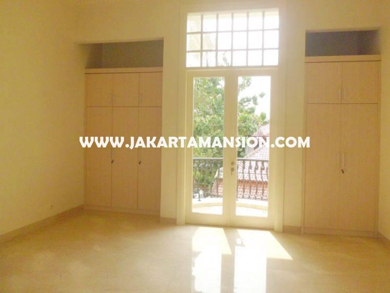 Rumah Bagus Jalan Kemang Jakarta Selatan ada Pool bebas banjir Dijual Murah