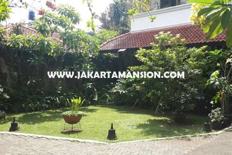 Rumah Jalan Dharmawangsa dekat Brawijaya Kebayoran Baru Dijual Murah Daerah Tenang tanah Kotak