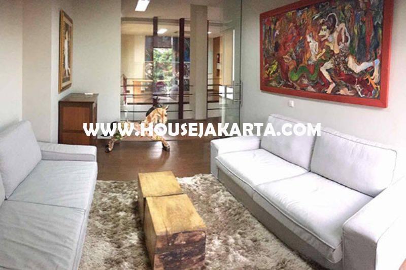 Gedung kantor 3 lantai Bendungan Hilir dekat Jalan Sudirman Gatot Subroto Dijual Murah