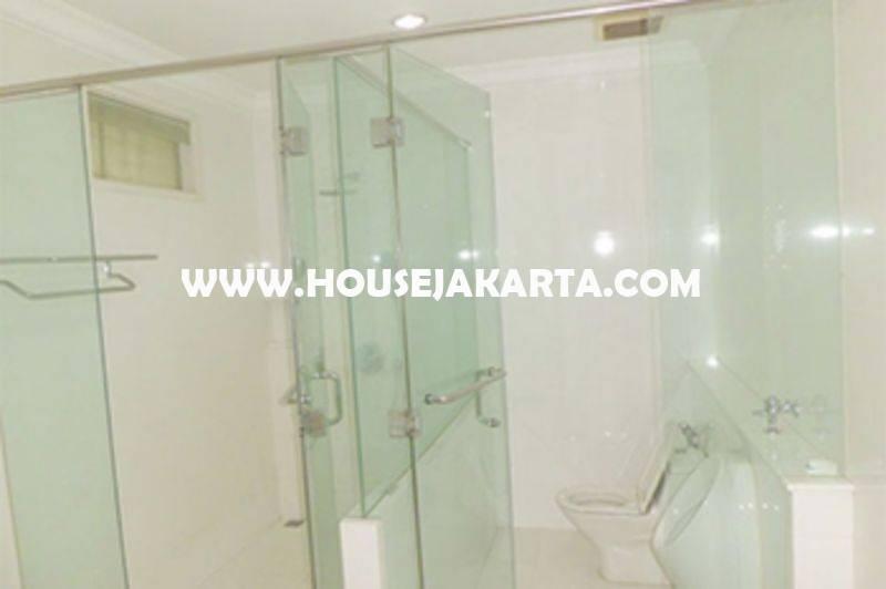 Rumah Jalan Bukit Hijau Pondok Indah 2 Lantai ada Pool Dijual Murah